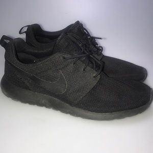 Nike Triple Black Roshe One